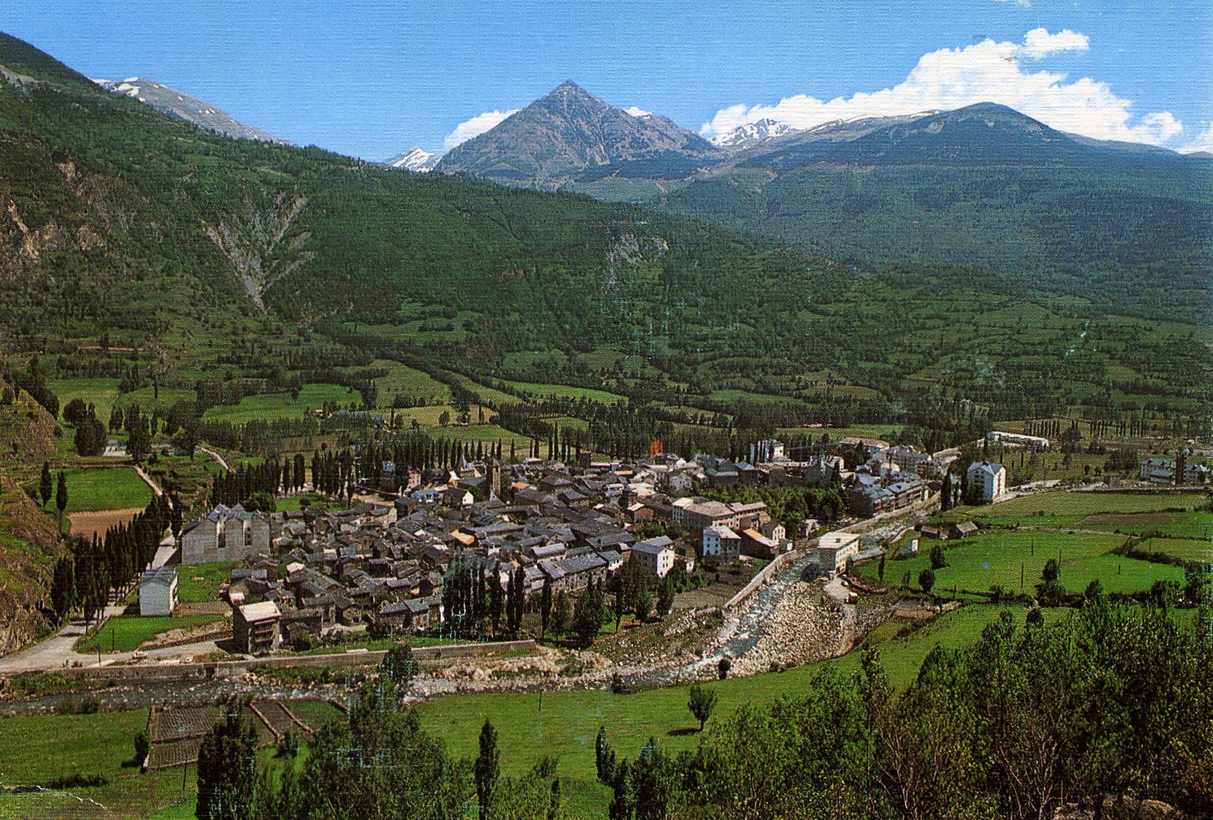 Benasque, paraiso del senderismo y las rutas en moto por el pirineo aragonés. Benasque1