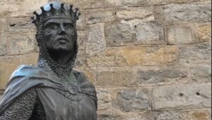 figura-rey-ramiro-en-torre-del-reloj