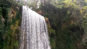 la-caprichosa-cascada-monasterio-de-piedra
